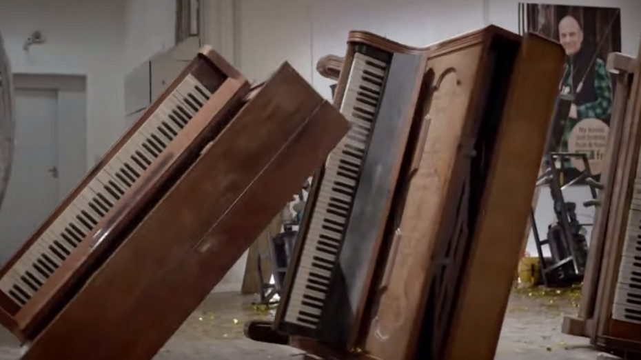 Broken pianos recycle domino