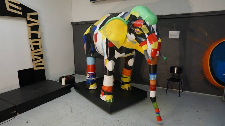 upcycle elephant made from recycle plastic