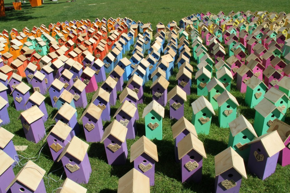 Picture of 640 recycled birdhouses