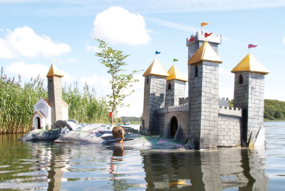 Giant birdhouse castle for ducks and birds