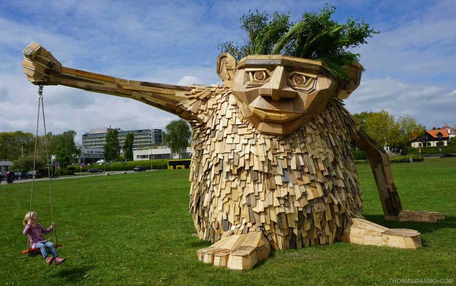 recycled sculpture Troels the troll by Thomas Dambo