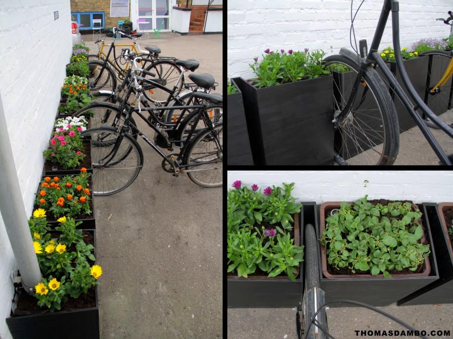 Urban gardening bikestand by Thomas Dambo